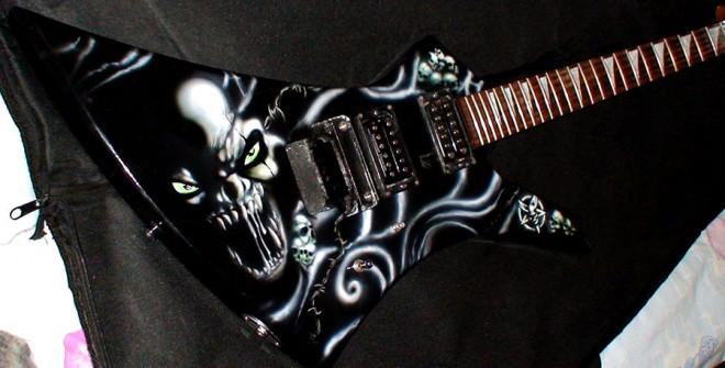 painting guitar 13 660x335 - Painting Guitar (video)
