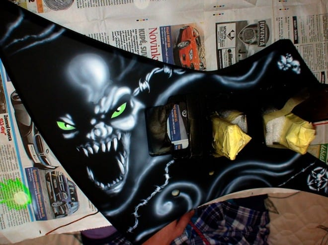 painting guitar 4 660x494 - Painting Guitar (video)