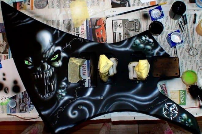 painting guitar 7 660x438 - Painting Guitar (video)