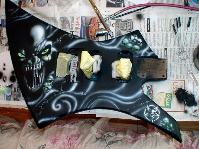 painting guitar 8 660x494 - Painting Guitar (video)