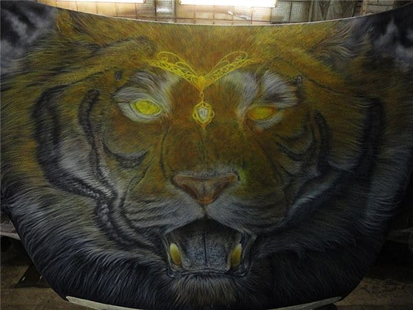 Airbrush Tiger Car Hood 17 - Airbrush a Tiger on The Car Hood Without Any Stencil