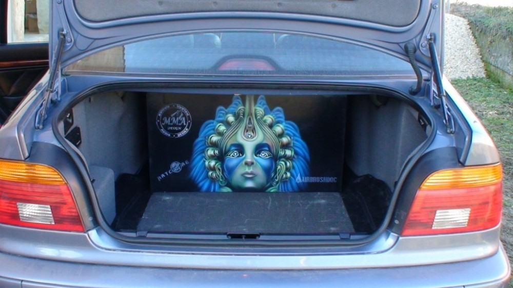 car airbrush 1000x563 - Airbrushing Closed Subwoofer Box for BMW E39