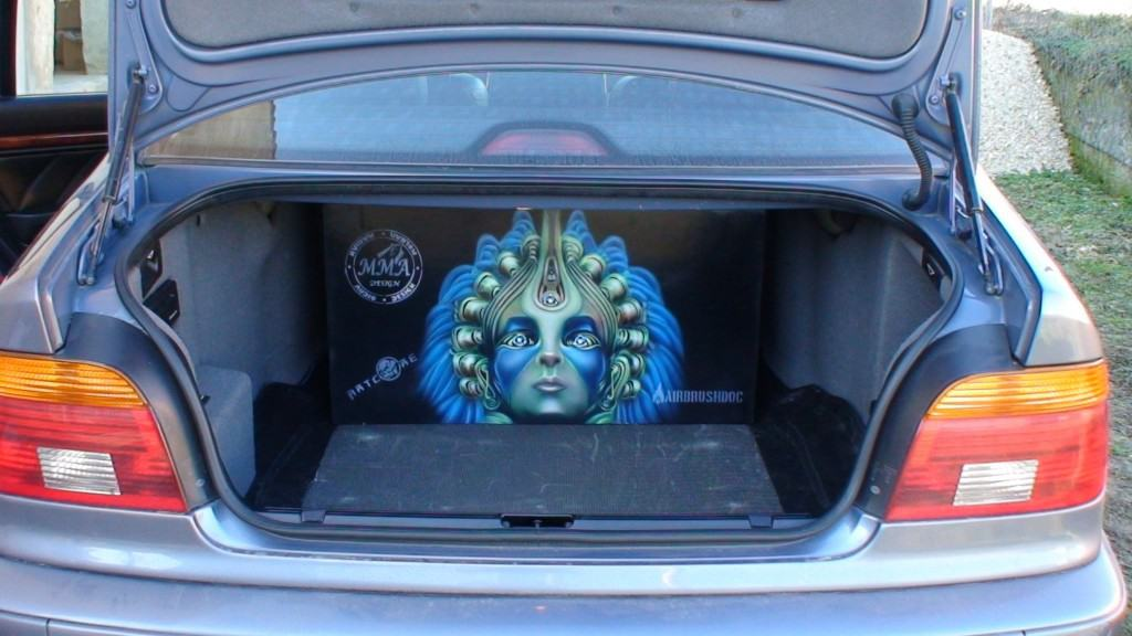 car airbrush - Airbrushing Closed Subwoofer Box for BMW E39