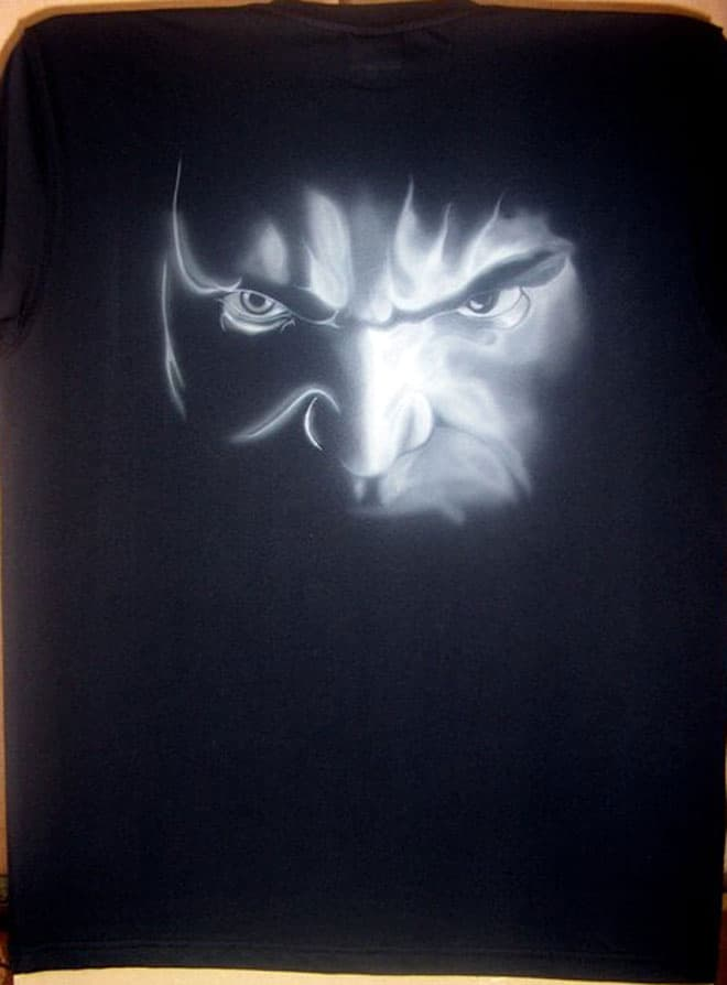 hulk airbrush t shirt 1 - How to Airbrush Black T Shirt (Hulk)